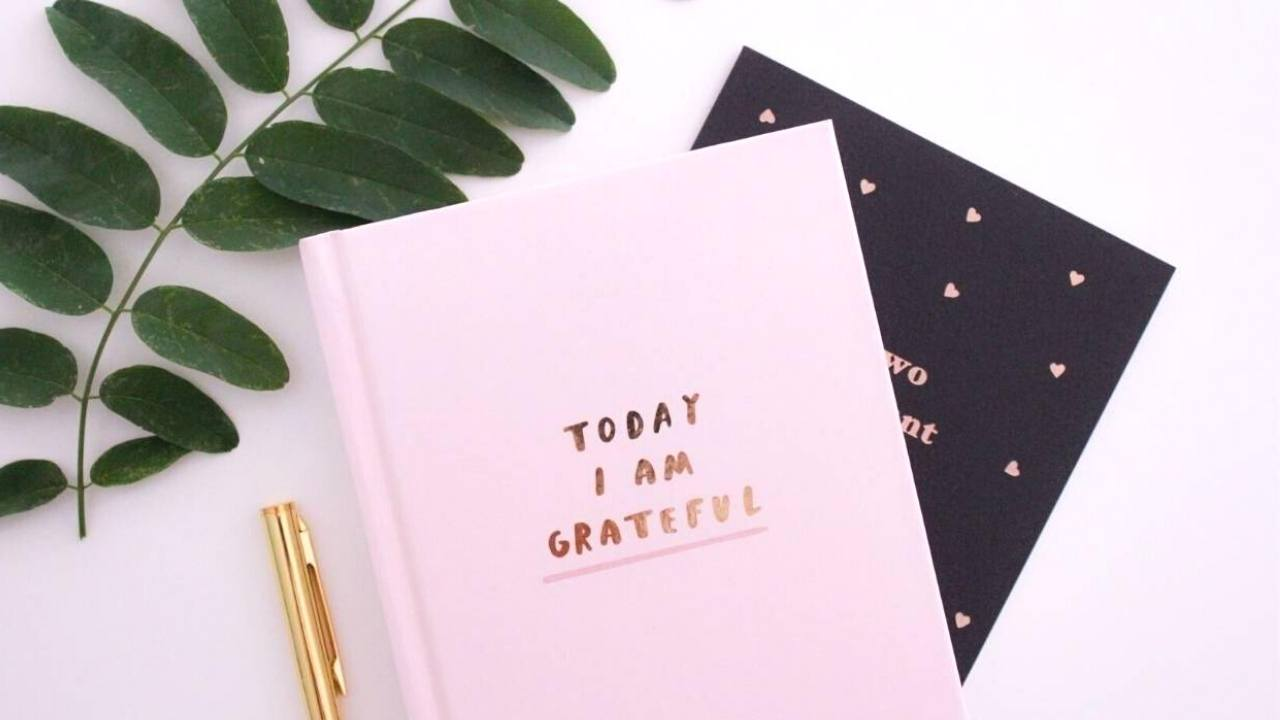 Pinterest Graphic with Title 5 Tips for Your Perfect Gratitude List - selfmadeladies.com